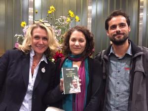 Sarah, la présidente de MicCitéS, entourée de Caroline Reys et Bertrand Gaudin, membres de l'association.